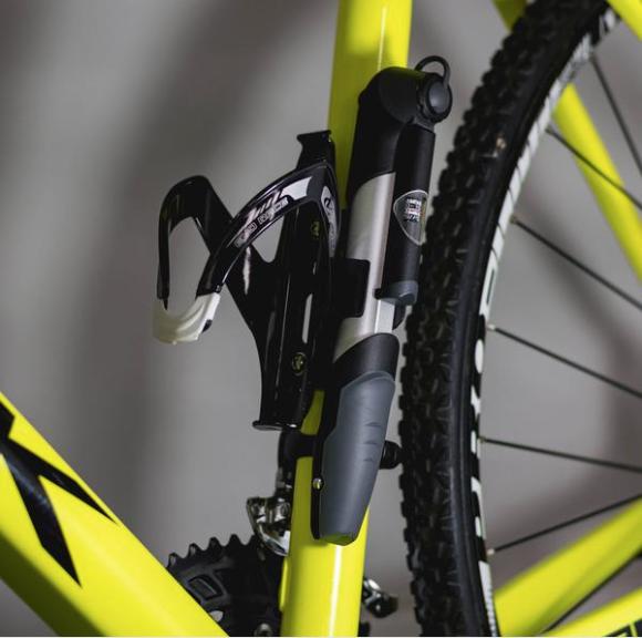 how to attach a bike pump